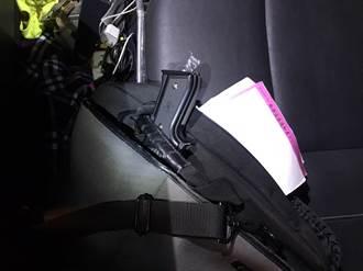 頭份員警追緝拒檢轎車 查獲2把改造手槍