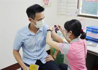 衛生所開打AZ疫苗 確診者吃過雞肉飯的中埔鄉最多人預約