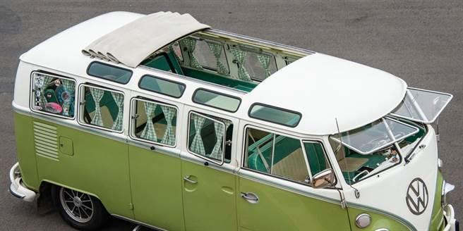 VW T 1外觀最大特色就是擁有經典的23窗設計。(陳大任攝)