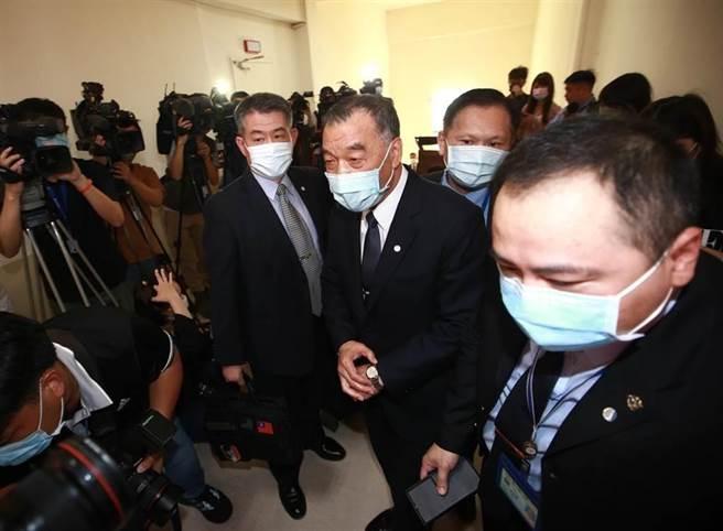 國防部長邱國正(中)3日到立法院報告施政備詢。(陳信翰攝)