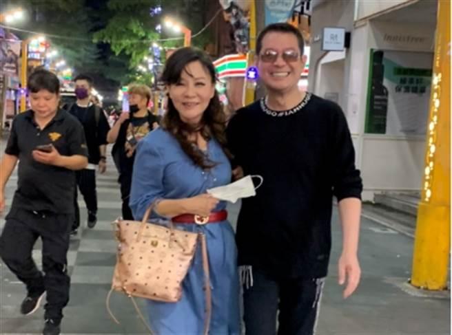 蔡小虎與龍千玉深夜相揪逛西門町。 (照片/穩盈娛樂 提供)