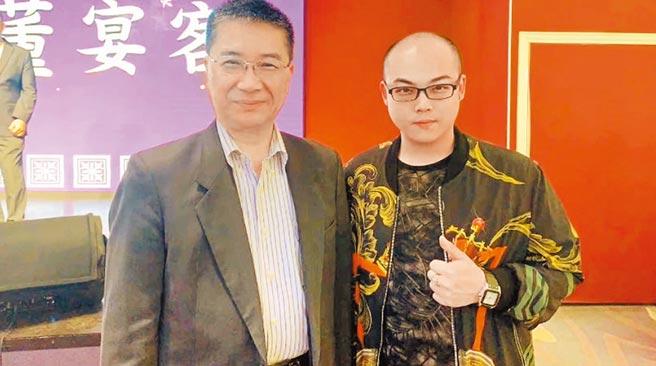 有媒體刊登趙介佑(右)和內政部長徐國勇過去合照。(摘自趙介佑微信)