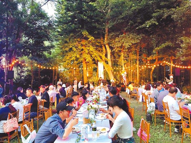 參山處舉辦南庄花卉節,首推星空音樂餐宴,在南庄花園民宿舉行,現場氣氛相當浪漫。(參山處提供/謝明俊苗栗傳真)