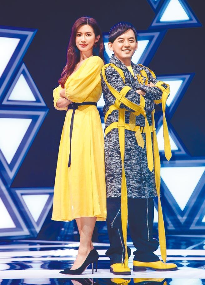 趙岱新(左)、黃子佼主持新節目《#T-POP》昨進行首錄。(陳俊吉攝)