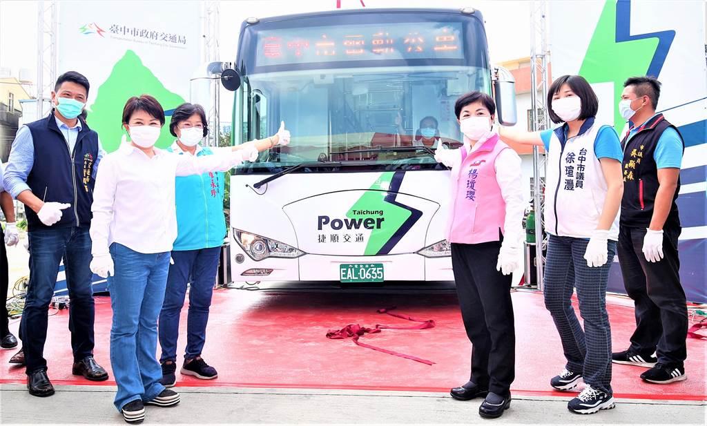 台中市府拚今年電動公車總數目標可達240輛。(盧金足攝)