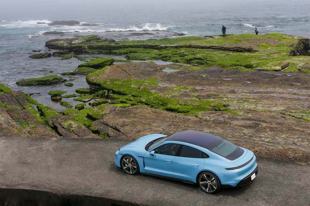 Porsche在所有車款上都將駕駛樂趣做為主打,首次以過去公認「無趣」的電能作為動力推出的Taycan,能否打破大眾對於電動車的刻板印象,證明電動車也能是Fun Car!