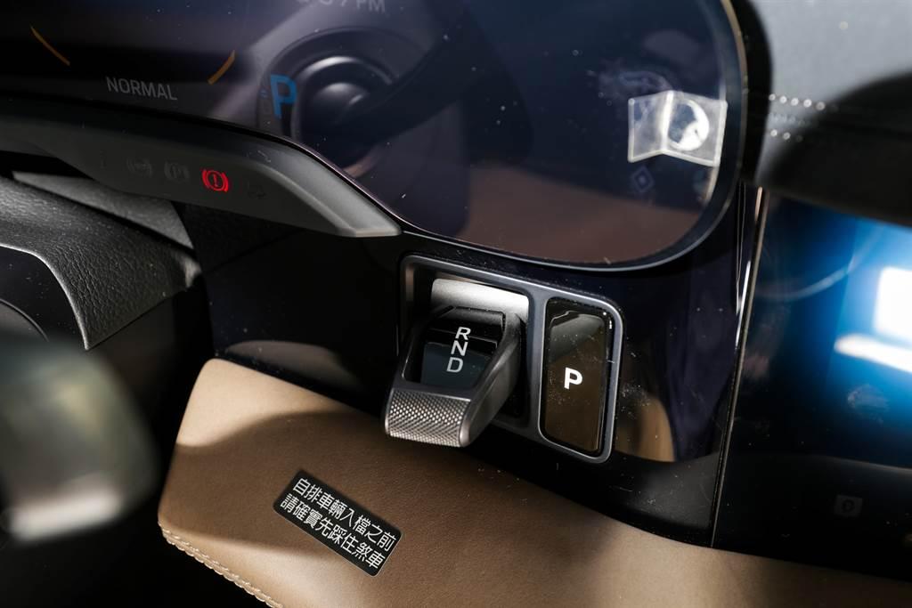 Taycan相較其他電動車最特別的就是搭載在後軸二速變速箱,在高速域能延續出力。