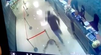 黑衣人灑完千隻蟑螂急逃10秒影片曝光 警界見噁心畫面超火大
