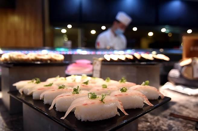 礁溪长荣凤凰酒店本就有〈桂冠自助餐厅〉,提供早午晚餐与下午茶。(图/姚舜)