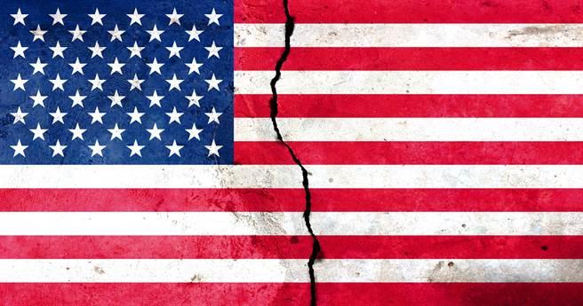 川普把美國社會分化和對立。(示意圖/shutterstock提供)