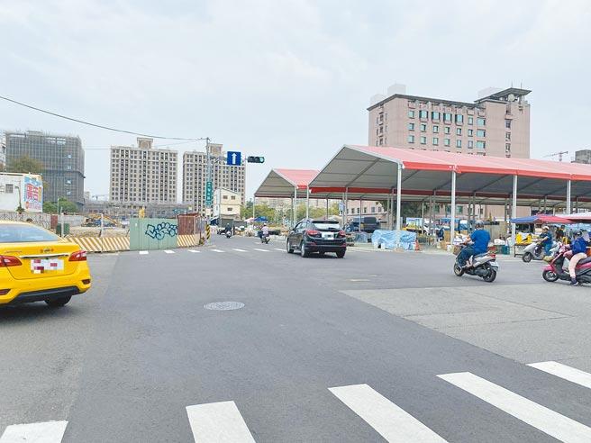 台中市東區大智路去年打通貫穿火車站前後站,一旁的武德街將拓寬,除帶來交通便捷,可望促進周邊商業與建設發展。(張妍溱攝)