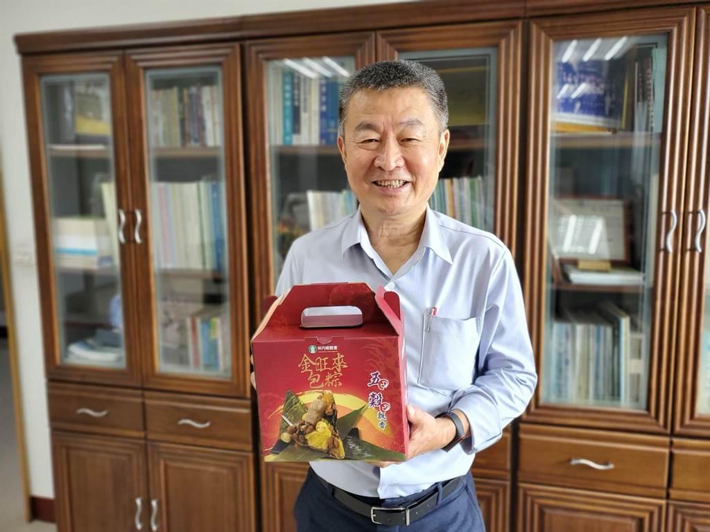 林內鄉農會包金旺來五穀粽的點子,是總幹事黃國洲發想,他對鳳梨粽市場很有信心,近日還要推出鳳梨高麗菜水餃。(周麗蘭攝)