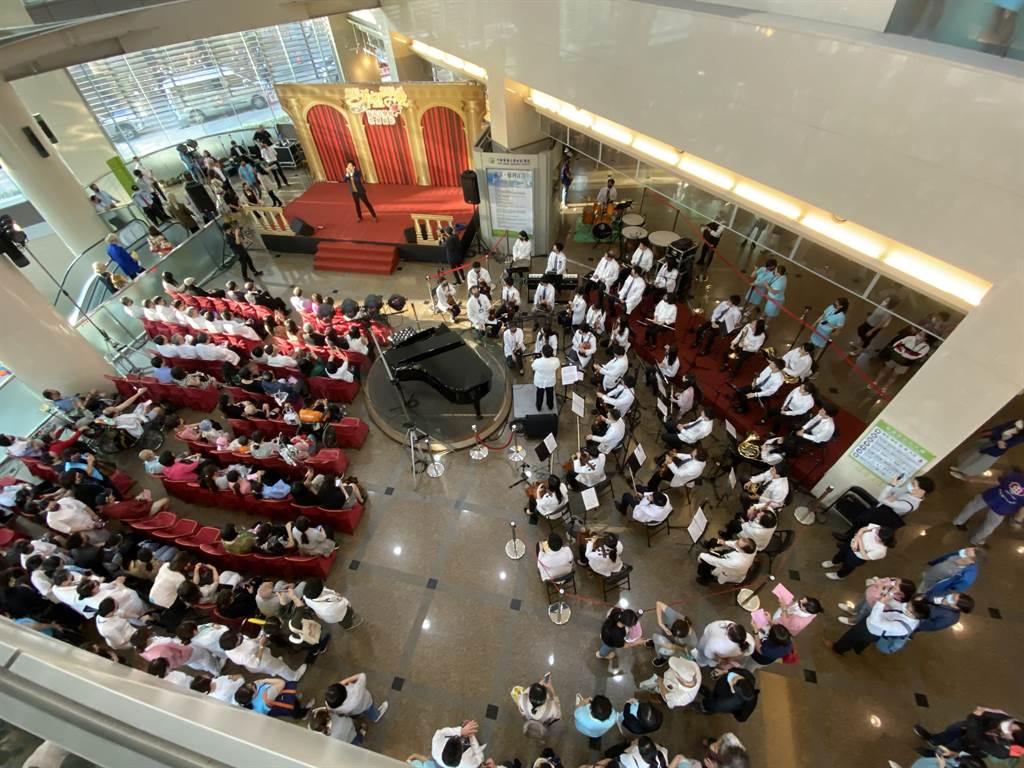 中國醫藥大學附設醫院與林增連慈善基金會,5日晚間再度共同舉辦「相信希望相信愛慈善音樂會系列活動-歌劇媚影」。(馮惠宜攝)