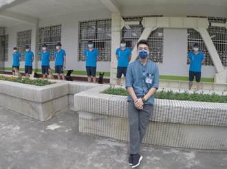 朱孝天為流浪犬勇闖新竹監獄 見到這一幕驚呆了