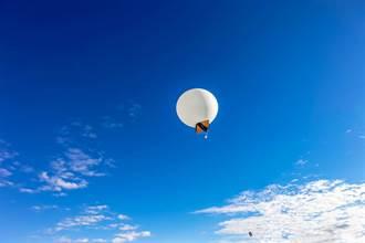 媽在氣球藏驚喜 她一拆禮物秒崩潰:到手的錢飛了