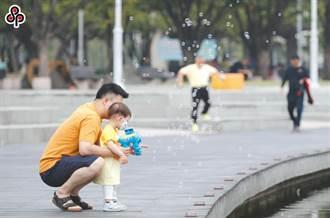 男性只想工作不願顧孩子?爸爸嘆:現行政策不支持