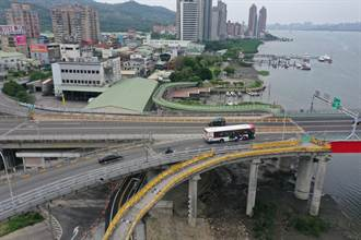 關渡大橋設雙白線實體分隔惹議 2日後公路總局拆除一半