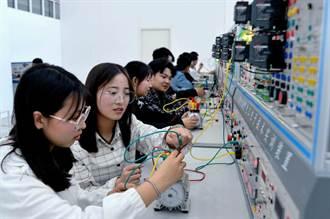 大陆不肖培训班 传授作弊设备使用技巧 1人2万8人币