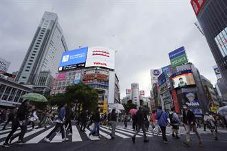 人潮不甩緊急狀態 日本政府做錯這件事