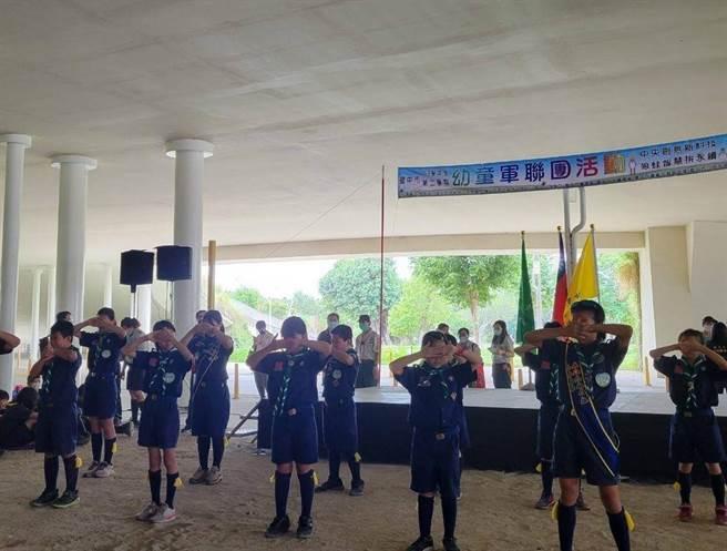 活動包含聯團大集合、舞動青春唱跳表演、個人考驗與團隊探涉等。(台中市教育局提供/王文吉台中傳真)