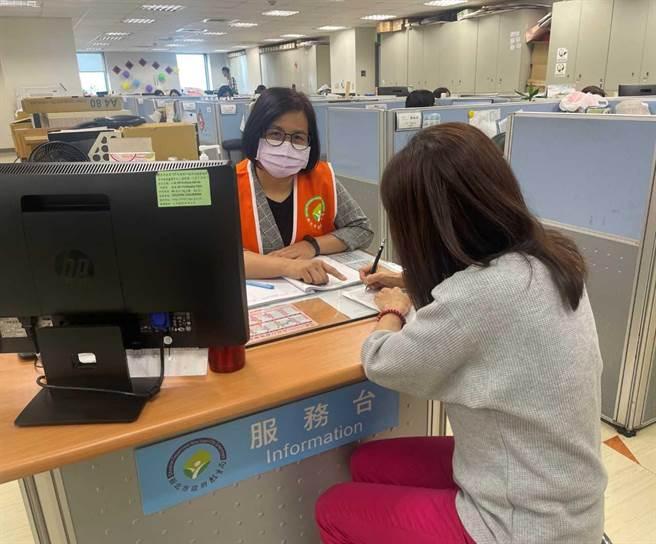 北市教育局自98年起每年開辦新住民通譯人員培訓課程,迄今已培訓648位通譯人員。(新北市教育局提供)