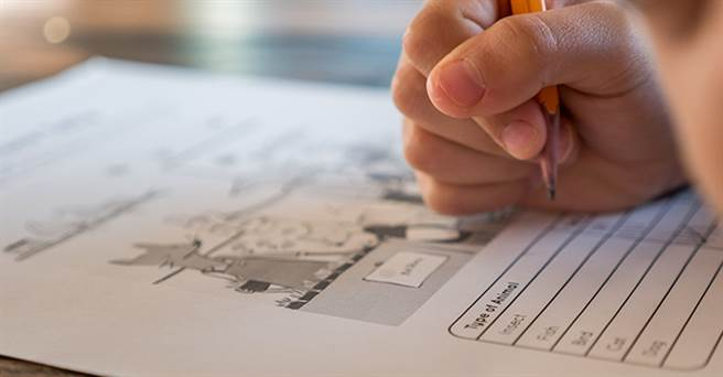 企業求才有許多篩選機制,有些企業會先以筆試做為第1關,通過才進到面試。(圖/取自Pexels)