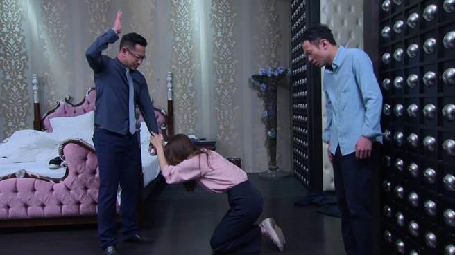 江俊翰抓包老婆李又汝偷吃氣到崩潰。(民視提供)