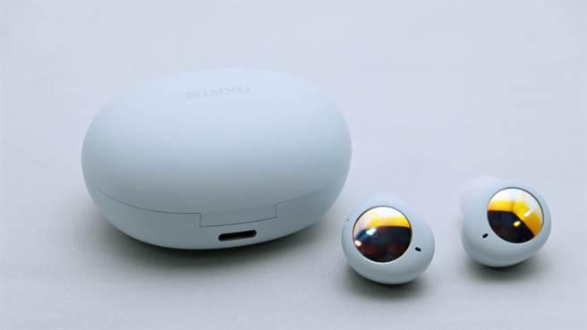 realme buds Air 2 Neo充電盒搭配USB-C充電孔。(黃慧雯攝)