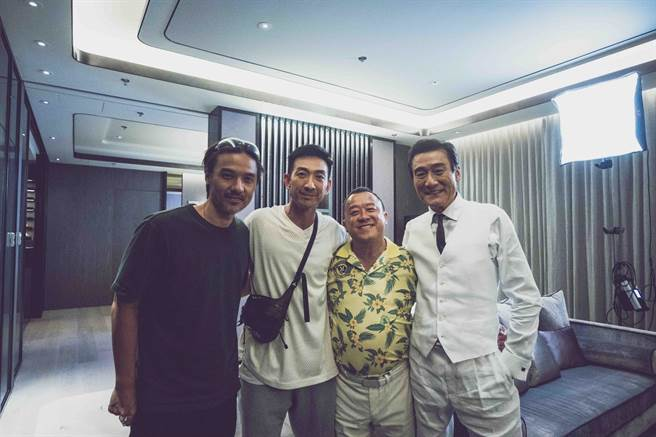 馮德倫(左起)、李燦森、曾志偉、梁家輝同台飆戲。(龍祥電影提供)