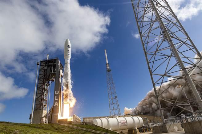 美智庫呼籲拜登政府改革太空軍武獲機制、分散風險,以免遭俄中超車。圖為ULA的Atlas V火箭執行太空軍發射任務。(圖/美國太空軍)