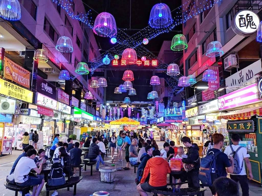 台中市西區「三民路一段」生活圈靠近一中商圈,生活和交通機能一應俱全。(圖/永慶房仲網提供)