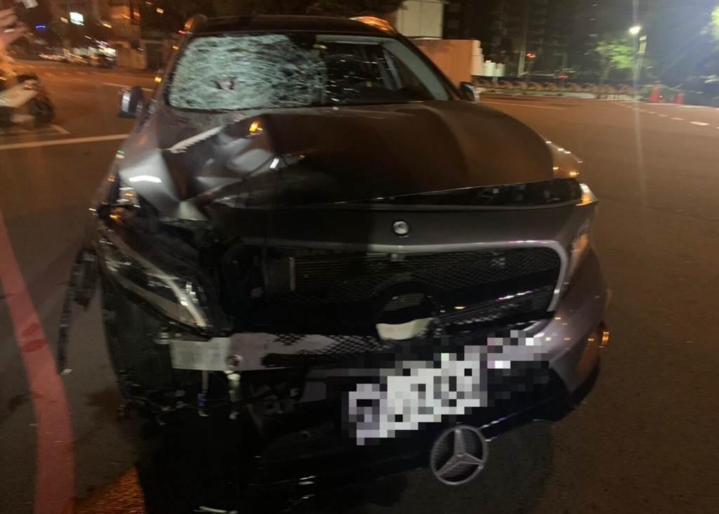 方男酒駕撞死黃暐瀚母親的黑色賓士車,登記在妻子名下。(民眾提供/中時資料照)
