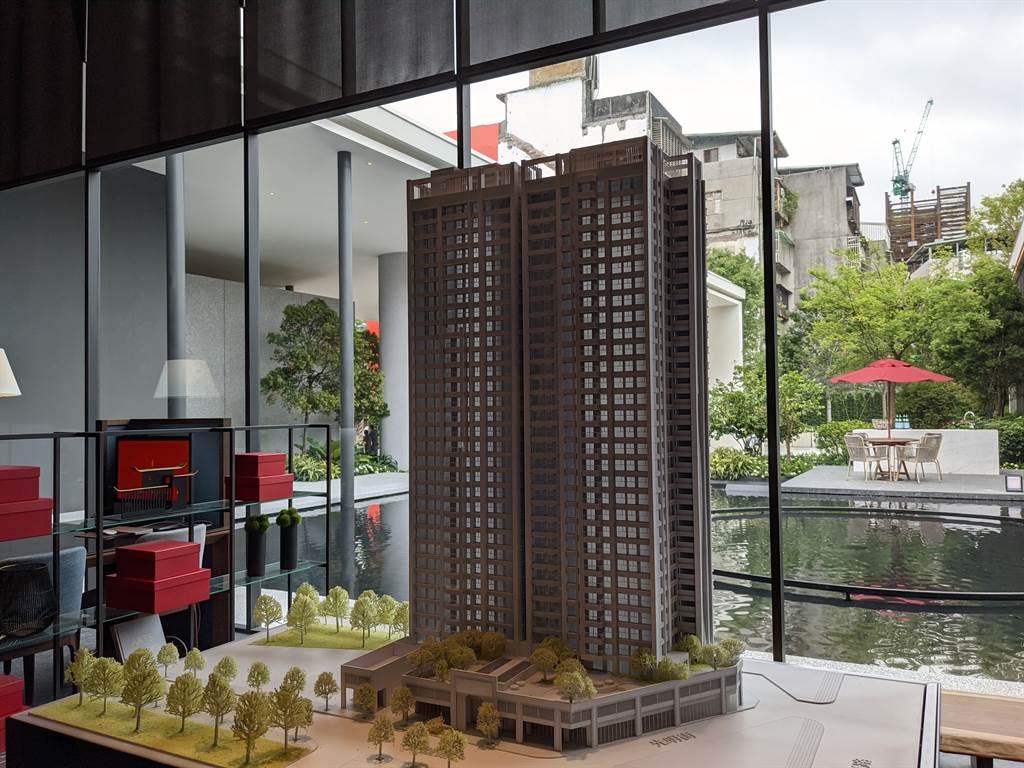 「兆璞開禧」設計露天泳池、百坪庭園,規劃地上31樓在地最高百米建築。(葉思含攝)