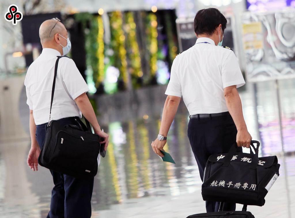 華航因機組員染疫恐將面臨百萬罰鍰。(本報資料照)