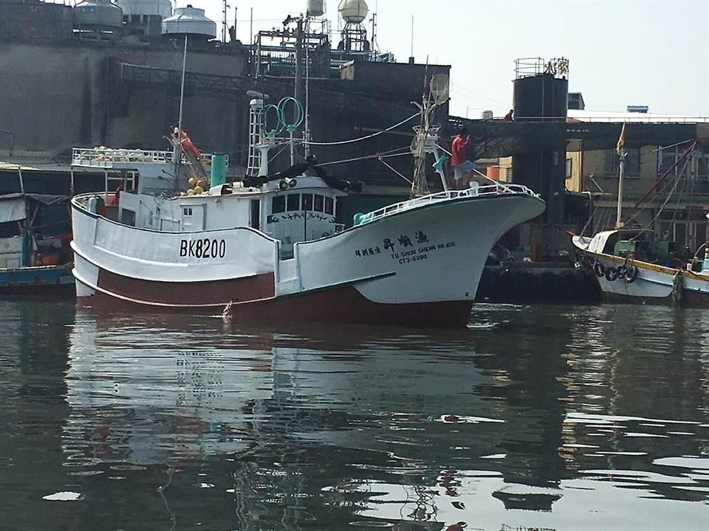 琉球籍「漁順昇168號」漁船5日晚間觸礁鵝鑾鼻南方七星岩海域,船上4人全失聯。(琉球區漁會提供/謝佳潾屏東傳真)