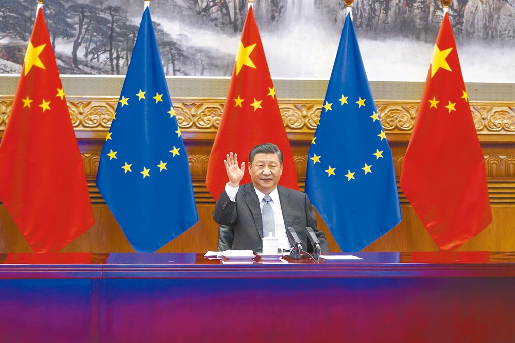 歐盟執委會暫停中歐投資協定相關活動。圖為2020年12月30日,大陸國家主席習近平與德國、法國、歐盟領導人舉行視頻會晤, 共同宣佈如期完成中歐投資協定談判。(新華社)