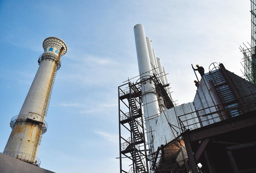 歐盟擬推碳關稅,對於兩岸都有影響。圖為北京通州一處燃煤鍋爐房。(新華社)
