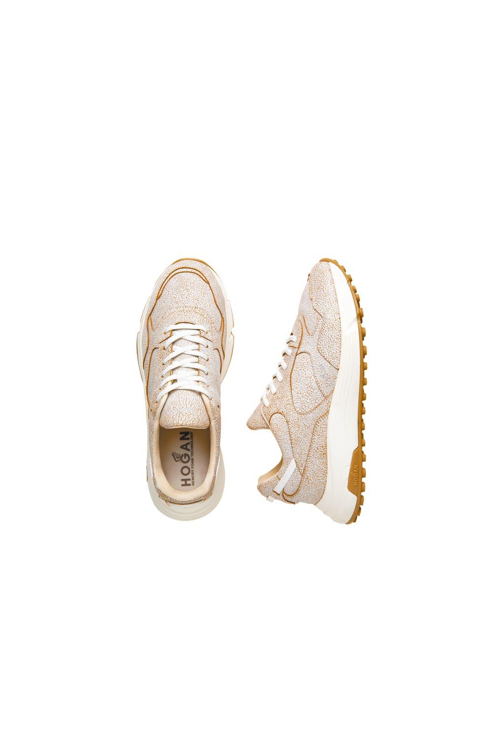 HOGAN Hyperlight金色爆裂紋休閒鞋,1萬9600元。(HOGAN提供)