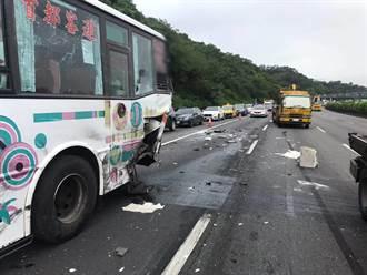 聯結車疑未保持安全距離  釀5車追撞事故1人輕傷
