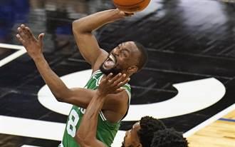 NBA》綠軍狂勝魔術 塔圖 沃克合砍59分輾壓對手