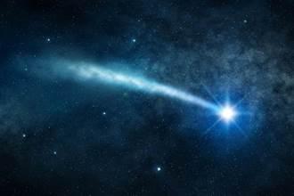 2神秘UFO夜空盤旋 6秒快速飛行片段曝光:軌跡一模一樣