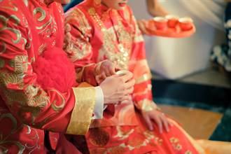 女兒結婚 父坐台下全程背對只顧吃 正面拍到催淚一幕