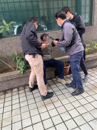 小偷行竊攀牆逃逸 警民合作仍被逮落網