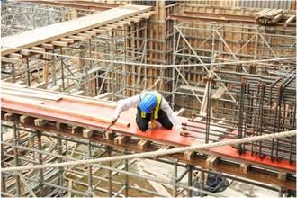 依規雇主須給勞工加班費 勞工局呼籲依法核算方免受罰