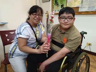 陳其邁親訪「慈暉獎」愛心媽媽 讚賞堅毅母愛