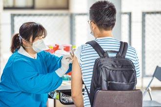 至5月底每日須打8千人 專家籲開放全民注射!打氣低迷 近8萬劑AZ疫苗恐逾期報廢