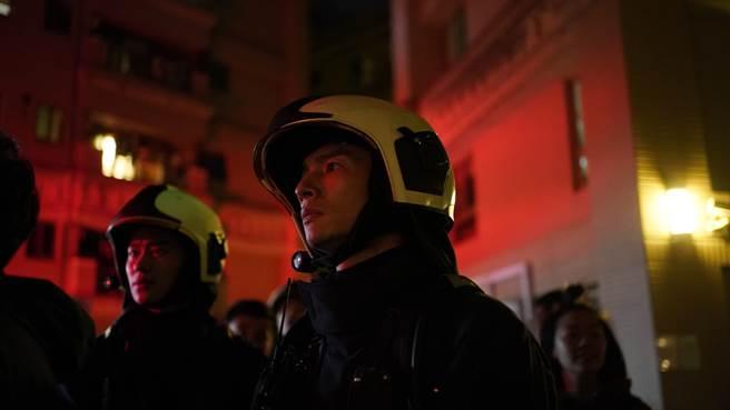 高規格逼真的火警畫面,讓演員都隨之謹慎緊張。(圖/公視、myVideo提供)