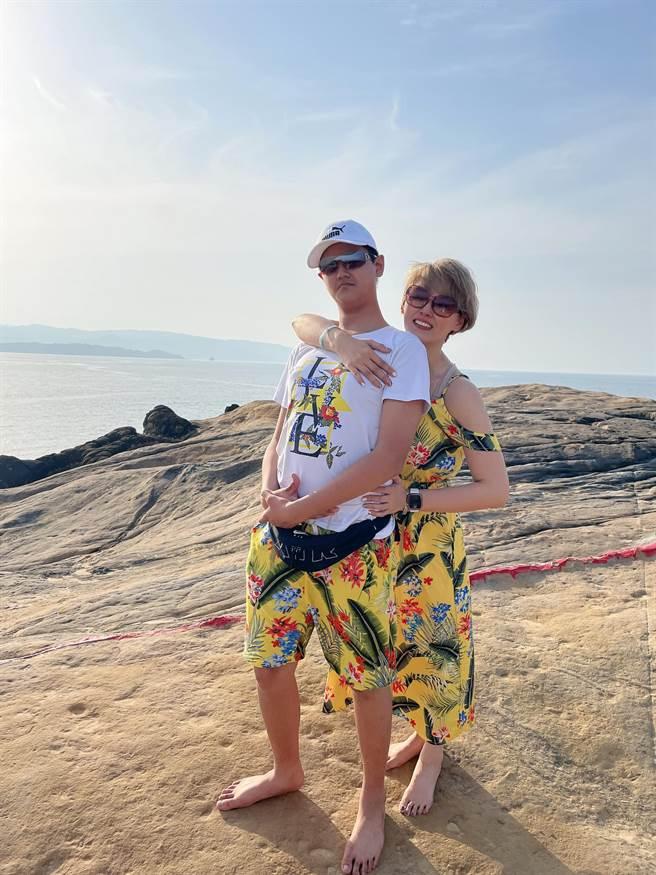 李沛綾保養得宜,和兒子站在一起像姐弟。(圖/FB@李沛綾)