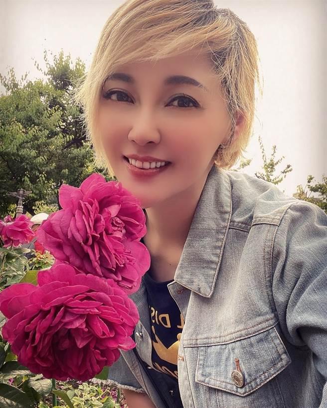 李沛綾打扮年輕,看不出44歲。(圖/FB@李沛綾)