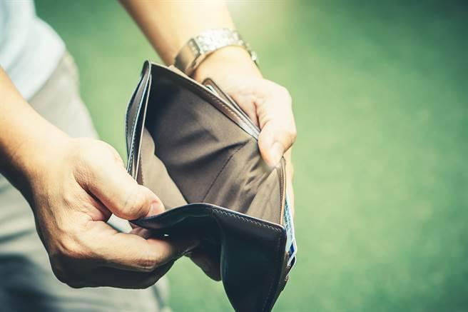 艾菲爾老師提醒,生肖屬鼠、豬和羊的人在5、6月有破財的危機,花錢之前一定要特別小心。(示意圖/達志影像)